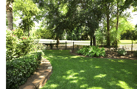 McDaniel Yardscapers - Waco Texas Landsaping, Clifton Texas Lawn Care